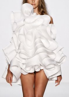 A Ripple of Ruffles - sculptural fashion design; wearable art - - A Ripple of Ruffles - sculptural fashion design; wearable art A Ripple of Ruffles - sculptural fashion design; 3d Fashion, White Fashion, Fashion Week, Fashion Details, Couture Fashion, Runway Fashion, Fashion Show, Womens Fashion, Fashion Design