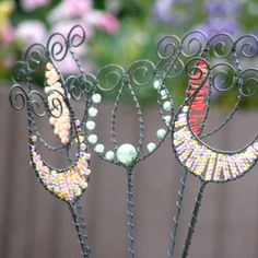 Feather Crafts, Wire Crafts, Garden Art, Garden Stakes, Wire Weaving, Wire Art, Beads And Wire, Handmade Accessories, Suncatchers