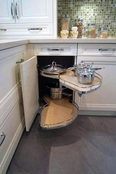 Trendy kitchen storage ideas for small spaces pantries lazy susan 21 ideas Kitchen Cabinet Organization, Kitchen Cupboards, Kitchen Pantry, Storage Cabinets, Kitchen Storage, Kitchen Ideas, Camper Kitchen, Hidden Kitchen, Floors Kitchen