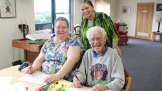 Art therapy workshop helps improve the quality of life of Alzheimer's patients.