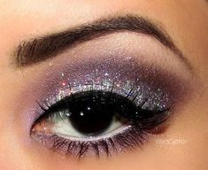 Stunning Glittery eye - make up. Does anyone know what make up brand was used to do this? Makeup Tips, Beauty Makeup, Hair Beauty, Makeup Ideas, Nail Ideas, Makeup Style, Makeup Geek, Kiss Makeup, Prom Makeup