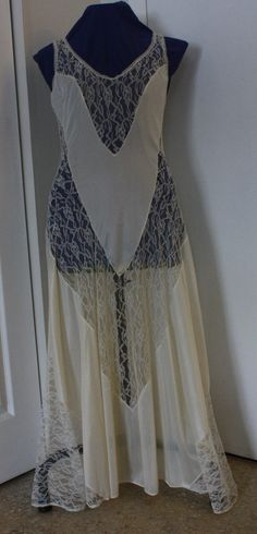 Ivory Nightgown New Vintage 1970s Glamorous Ivory /'Tapestry/' Petra Fashions Nightgown