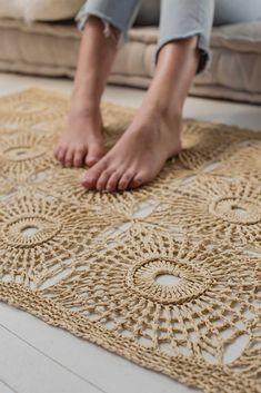 Crochet Diy, Crochet Home, Thread Crochet, Crochet Stitches, Crochet Summer, Crochet Rugs, Crochet Rug Patterns, Knitting Patterns, Interweave Crochet