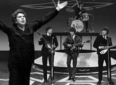FASCINATING FACTS: 10 Bizarre Facts About the Beatles John Lennon, Paul McCartney, George Harrison, and Ringo Starr are iconic artists in the music industry. Beatles Songs, The Beatles, Beatles Photos, Rock And Roll, Rock & Pop, John Lennon, Ringo Starr, George Harrison, Bizarre Facts