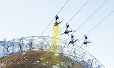 Tourist Gives Golden Showers to Vegas Visitors from Zipline
