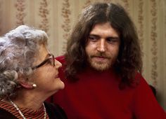 Joe Cocker mit seiner Mutter Marjorie im englischen Sheffield | © John Olson/Time Life Pictures/Getty Images  ZEIT ONLINE
