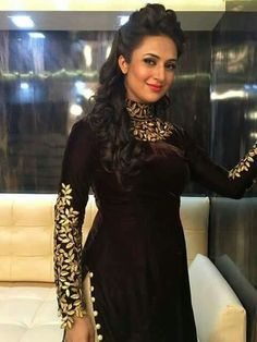 Divyanka Tripathi Dahiya is an Indian Actress, who is working in Hindi Television industry. Tripathi made her Kurta Designs, Kurti Designs Party Wear, Blouse Designs, Pakistani Dress Design, Pakistani Dresses, Indian Dresses, Indian Outfits, Indian Designer Outfits, Designer Dresses