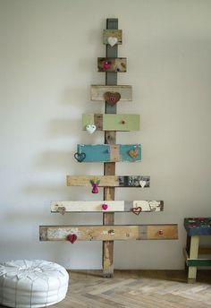 Ἔπιπλα ἀπὸ ...παλέτες! Χριστουγεννιάτικο-δέντρο-από-παλέτες