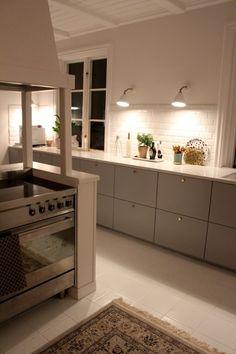 IMG_0338 Kitchen Interior, Interior Design Living Room, Living Room Decor, Cozy Kitchen, Kitchen Decor, Gray And White Kitchen, Small Apartment Kitchen, Interior Design Business, Bellisima