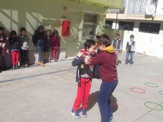 No dia 25 de março de manhã, as alunas e os alunos do 1.º e 2.º ciclos participaram numa gincana.  Estes foram os pares vencedores: 1.º lugar: Rute Cardoso (1.º ano) e Sofia Cardoso (5.º ano) - 53 segundos 2.º lugar: Margarida Sousa (4.º ano) e Sofia Machado (4.º ano) - 56 segundos 3.º lugar: Vasco Caldeira (6.º ano), Gonçalo Caldeira (6.º ano) e Artur Lutucuta - 1m18seg  #colegiodealfragide #amadora #portugal #feriaspascoa