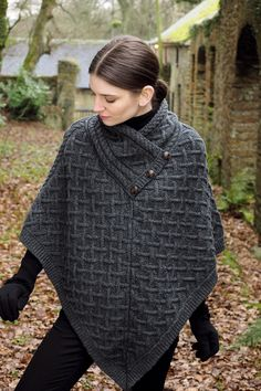 Poncho Pullover, Poncho Sweater, Knitted Poncho, Crochet Shawl, Knit Crochet, Knitted Cape Pattern, Knitted Bags, Sweater Shop, Modest Fashion