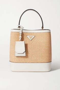 Prada's 'Panier' tote has been crafted in Italy from straw and trimmed with white textured-leather. This structured style is decorated with the house's logo and opens to reveal black compartments. Attach the shoulder strap when to carry yours cross-body. Baskets Prada, Prada Sneakers, Prada Tote, Straw Tote, White Texture, Louis Vuitton Damier, Shoulder Strap, Espadrilles, Leather