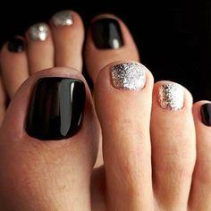 Black Toe Nails, Cute Toe Nails, Dark Nails, Black Silver Nails, Black Nails With Glitter, Silver Color, Black Nail Designs, Toe Nail Designs, Beautiful Nail Designs