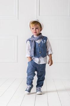 5c083b38b5a Βαπτιστικό σύνολο αγοριού με χαμηλοκάβαλο λινό παντελόνι, με ασορτί γιλέκο  ενσωματωμένο τη λινή πουκαμίσα,