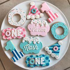 Donut Party Cookies / One Dozen - Cookie decorating - Haar First Birthday Cookies, Birthday Party Desserts, Twin First Birthday, First Birthday Parties, First Birthdays, Date Cookies, Cut Out Cookies, Royal Icing Cookies, Sugar Cookies