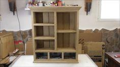 SANTIAGO Y SUS IDEAS es un auténtico experto en la fabricación de muebles con cartón y gracias a él podemos aprender a elaborar piezas realmente resistentes.