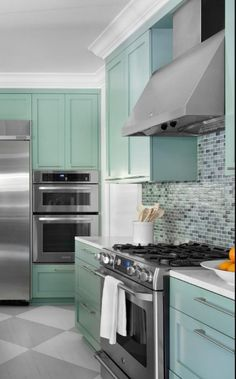 Here we present a collection of kitchen cabinet ideas that could be inspiration for you to apply to your kitchen at home. Check these out! Latest Kitchen Designs, Beautiful Kitchen Designs, Contemporary Kitchen Design, Beautiful Kitchens, Cool Kitchens, Modern Design, Kitchen Cabinet Colors, Kitchen Cabinets, New Kitchen