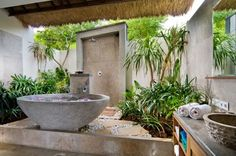 Balinese bathroom decor
