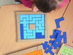 Desde hace algún tiempo estoy buscando juegos y materiales alternativos para el desarrollo de la lógica matemática que sean asequibles a... Math Challenge, Math Games, Autism Games, Preschool Activities, Montessori, Instruction En Famille, Shape Games, School Carnival, Logic Puzzles