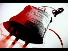 Hola en éste vídeo tenéis tres posibles formas de hacer sangre artificial casera, una de ellas es sangre comestible :) Ingredientes: Glicerina Colorantes ali...