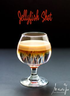 Featured at jellyfish shot & a cookbook - All that's Jas pretty drinks Liquor Drinks, Non Alcoholic Drinks, Cocktail Drinks, Cocktail Recipes, Beverages, Bourbon Drinks, Craft Cocktails, Disaronno Drinks, Liquor Shots