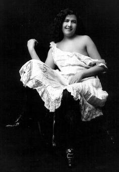 Belgium Queen, a Dawson City dance hall girl, circa 1900-1905. Photo: E.A. Hogg, LA C pa-13284