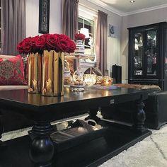 Hos vår kunde @torillsyn1   Med #salongbordet DUBAI 140 fra #classicliving  #nordbyeninteriorsenter #classyinteriors #hem_inspiration #herregårddesign #glamvase #glamintetior1 #eleganceroom #elegantehjem #roomforinspo #roominterior #like4like #like4follow #dubaitable #classicliving #kava_interior #passion4interior #interior123 #interior125 #interior444 #interior4all #interior9508 #interiorsbyme1 #inspo #inspohome #inspire_me_home_decor #fiori #crazyimport #lovely_interior