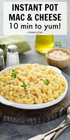 Instant Pot Mac and Cheese A comfort food classic in under 10 minutes that is incredibly yummy and mouthwateringly delicious! An easy Instant Pot recipe for beginners! Instant Pot Mac and Cheese: Easiest Comfort Food Ever Baking For Beginners, Easy Recipes For Beginners, Instant Pot Dinner Recipes, Easy Dinner Recipes, Easy Meals, Instant Pot Pressure Cooker, Pressure Cooker Recipes, Easy Pasta Recipes, Easy Healthy Recipes