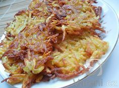 Velmi jednoduché placičky, na které potřebujeme pouze brambory. Slovak Recipes, Food 52, No Cook Meals, Lasagna, Cauliflower, Cabbage, Recipies, Spaghetti, Food And Drink