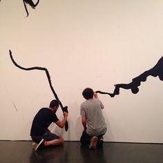 """Que serà? Serà? John Baldessari a l'exposició """"Desitjos i necessitats""""."""