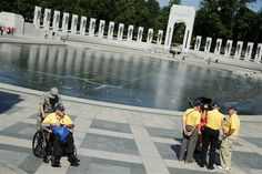 Storming the gates: WWII vets visit war monument despite government shutdown  (Photo: Alex Wong / Getty Images)