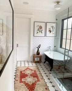 Home Interior De Mexico Tile Wainscoting Bathroom Tile Wainscoting Matte white subway tile wainscoting Interior Exterior, Home Interior, Bathroom Interior, Decor Interior Design, Interior Ideas, Wainscoting Bathroom, Bathroom Artwork, Beautiful Bathrooms, White Bathrooms