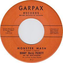 TIL Monster Mash By Bobby Pickett was released in August It was the single on the Billboard Hot 100 chart on October 2027 1962 because of this it became a seasonal song during the Halloween. Music Guitar, Music Songs, Fun Songs, Music Radio, Music Stuff, 45 Records, Vinyl Records, Halloween Songs, My Childhood Memories