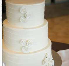 Love how simple this cake is