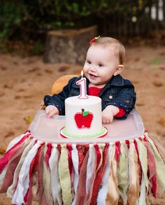 Apple orchard first birthday from Kelley Cannon Events Apple Theme Parties, Apple Birthday Parties, Fall Birthday, Halloween Birthday, 2nd Birthday, Girl Birthday Themes, Baby Girl First Birthday, Birthday Party Decorations, Birthday Ideas