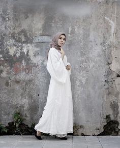 Brocade Dresses, Islamic Clothing, Hijab Outfit, Kebaya, Hijab Fashion, Muslim, Fashion Ideas, White Dress, Ootd