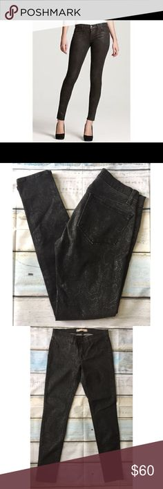 """J Brand 27 Matte Boa Black Skinny Jeans jeggings Super-clean stretch denim is shaped into form-fitting leggings for a fresh, versatile look. •Zip fly with button closure. •Two faux front pockets; two back pockets. •Approx. inseam: 30"""" with 10"""" leg opening. •Approx. rise: front 7.5""""; back 13 1/2"""", waist 14.5""""Cotton/Elastane Blend. good Condition, some minor fading. J Brand Jeans Skinny"""
