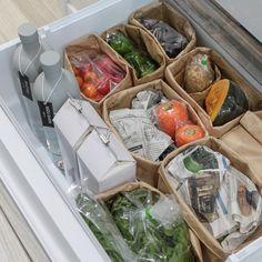 いいね!1,919件、コメント1件 ― YOU(ゆう)さん(@sh.atyou)のInstagramアカウント: 「2017.10.23 . 記録用picです。 #冷蔵庫収納 #野菜室 . お野菜とボトル類(牛乳の買置き)が同居してます♡ . 野菜は#100均 #セリア の#紙袋…」
