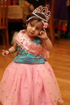 Kids Party Wear Dresses, Kids Dress Wear, Baby Girl Party Dresses, Kids Gown, Dresses Kids Girl, Kids Outfits, Baby Birthday Dress, Birthday Dresses, Birthday Cakes