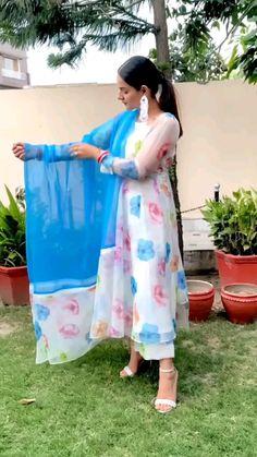 Designer Anarkali Dresses, Designer Party Wear Dresses, Kurti Designs Party Wear, Beautiful Dress Designs, Stylish Dress Designs, Stylish Dresses, Casual Indian Fashion, Indian Fashion Dresses, Fashion Outfits