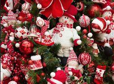 Cecilia Dale ensina como montar uma árvore de Natal, passo a passo.