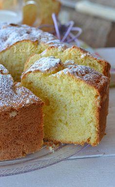 Ciambella panna e latte sofficissima - whipping cream bundt Bolo Cake, Torte Cake, Cake & Co, Sweets Recipes, Cake Recipes, Lemon Loaf, Plum Cake, Italian Desserts, Pie Dessert