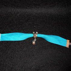 Bracelet biais bleu fluo chat et petit grelot