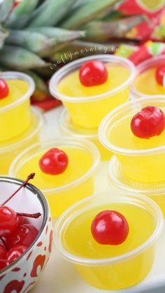 Pina Colada Jello Shots - Crafty Morning Malibu Jello Shots, Easy Jello Shots, Margarita Jello Shots, Jello Pudding Shots, Jello Shot Recipes, Drinks Alcohol Recipes, Yummy Drinks, Malibu Rum, Drink Recipes