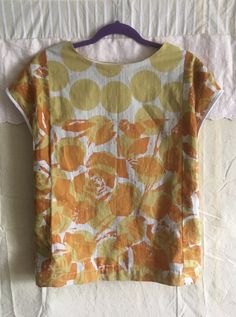 Sleeveless blouse made of the cotton scarf.