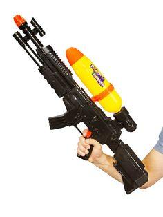 Wasserpistole XL: 78cm lang, schwarz-gelb und in Form eines Gewehrs! Da kann die Wasserschlacht beginnen!
