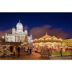 まるで物語の中から出てきたような可愛いヘルシンキのクリスマスマーケットの風景。寒い中「ふぅふぅ」とホットワインを飲むのがたまりません。