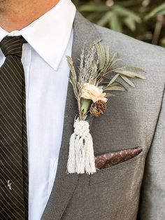 Unique boho wedding macrame boutonniere wrap detail from Etsy wedding Fresh Favorites for Unique Boho Weddings from Etsy Boho Wedding Flowers, Wedding Bows, Wedding Crafts, Wedding Groom, Wedding Colors, Rustic Groom, Wedding Ceremony Arch, How To Wrap Flowers, Geometric Wedding