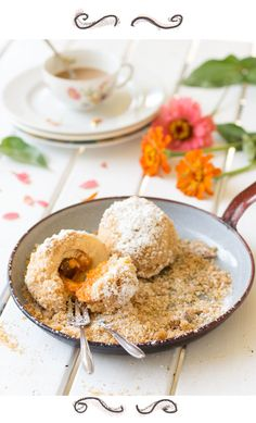 Every sad person on Earth should have a beloved one who makes him such fluffy apricot dumplings like the ones of my grandmother. Pavlova, Cheesecakes, No Bake Desserts, Dessert Recipes, Homemade Chorizo, Granny's Recipe, Dumplings For Soup, Austrian Recipes, Cupcakes