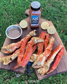 Lobster Recipes, Crab Recipes, Mexican Food Recipes, Crab Legs On The Grill, Fire Cooking, Cooking Crab Legs, Outdoor Cooking, Summer Grilling Recipes, Barbecue Recipes